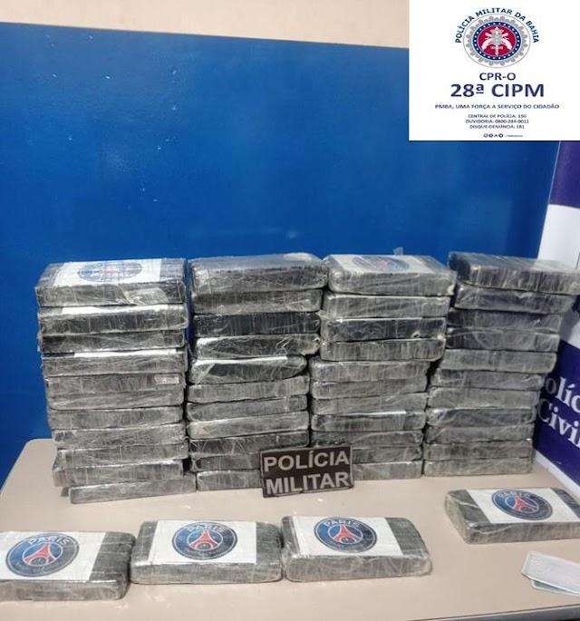 Cocaína avaliada em 1,4 milhão é encontrada em carro abandonado