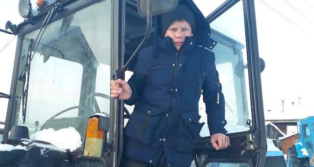 14-летний Алексей спас весь поселок от пожара вспахав вокруг него землю на тракторе