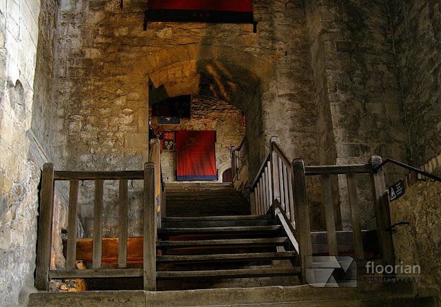 """Dover Castle - średniowieczny zamek określany jako """"Wrota do Anglii"""". Największa atrakcja turystyczna Dover. Informacje praktyczne"""