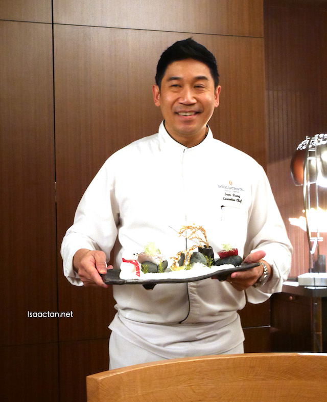 Executive Chef Wong introducing his dishes
