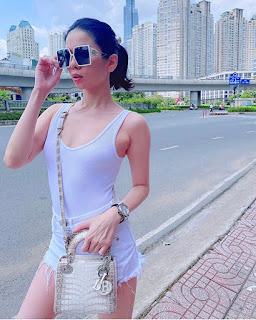 Trang phục tôn đường cong của sao Việt