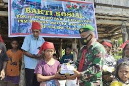 TNI Bagi Sembako Kepada Masyarakat Pos Binaaa di Maluku Tengah