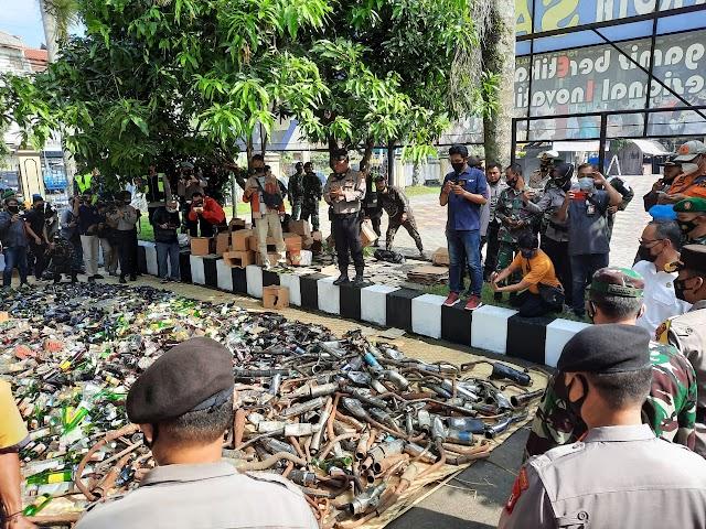 Polres Tasikmalaya Kota Musnahkan Ribuan Botol Miras ,Narkoba dan Knalpot Bising