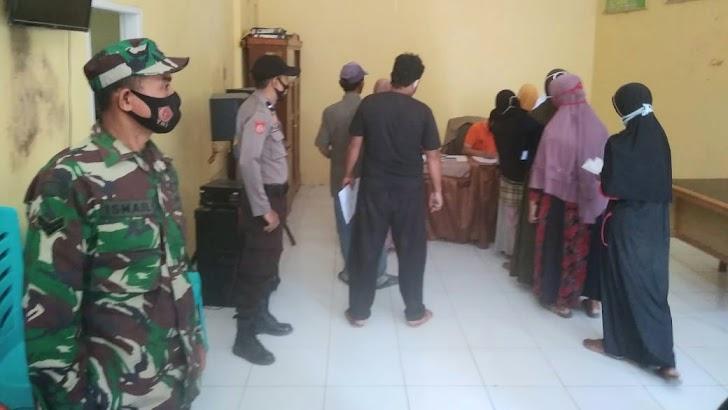 Babinsa, Bhabinkamtibmas Kawal dan Monitiring Penyaluran BLT Desa Bontomarannu