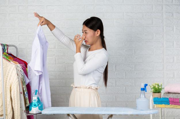 cara menghilangkan keringat di pakaian
