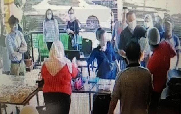 Berang disuruh pakai mask, pelanggan tampar muka pekerja restoran