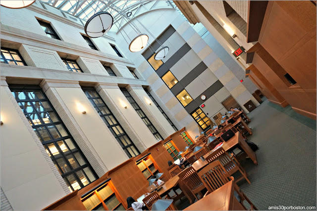 Interior de la Biblioteca Widener, Universidad de Harvard