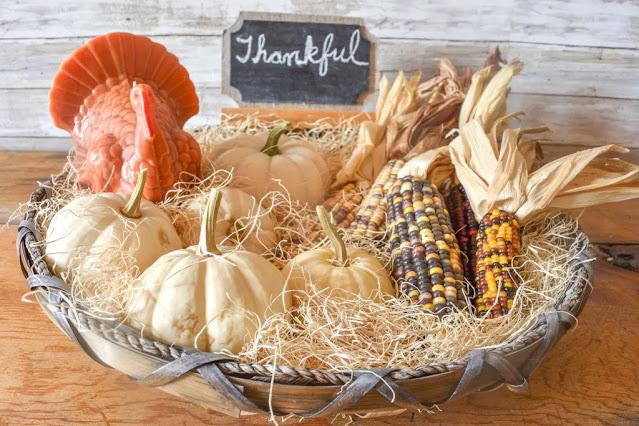 easy-simple-decorating-fall-pumpkins-basket