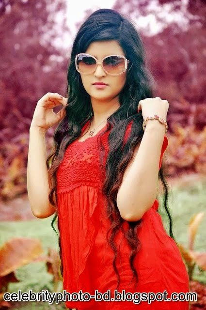 Bangladeshi Super Hot And Cute Model Pori Moni's Latest HD Photos With Biography