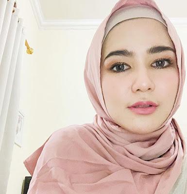 Masayu Clara Pakai Hijab