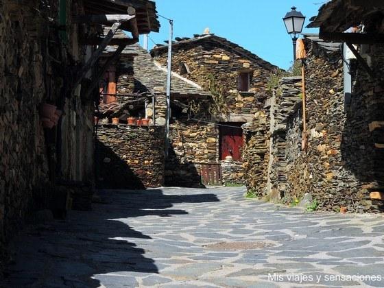 Roblelacasa, arquitectura negra, Guadalajara, Castilla la Mancha