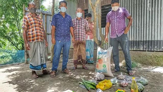 রৌমারীতে করোনায় আক্রান্তর বাড়িতে খাদ্য সরবরাহ