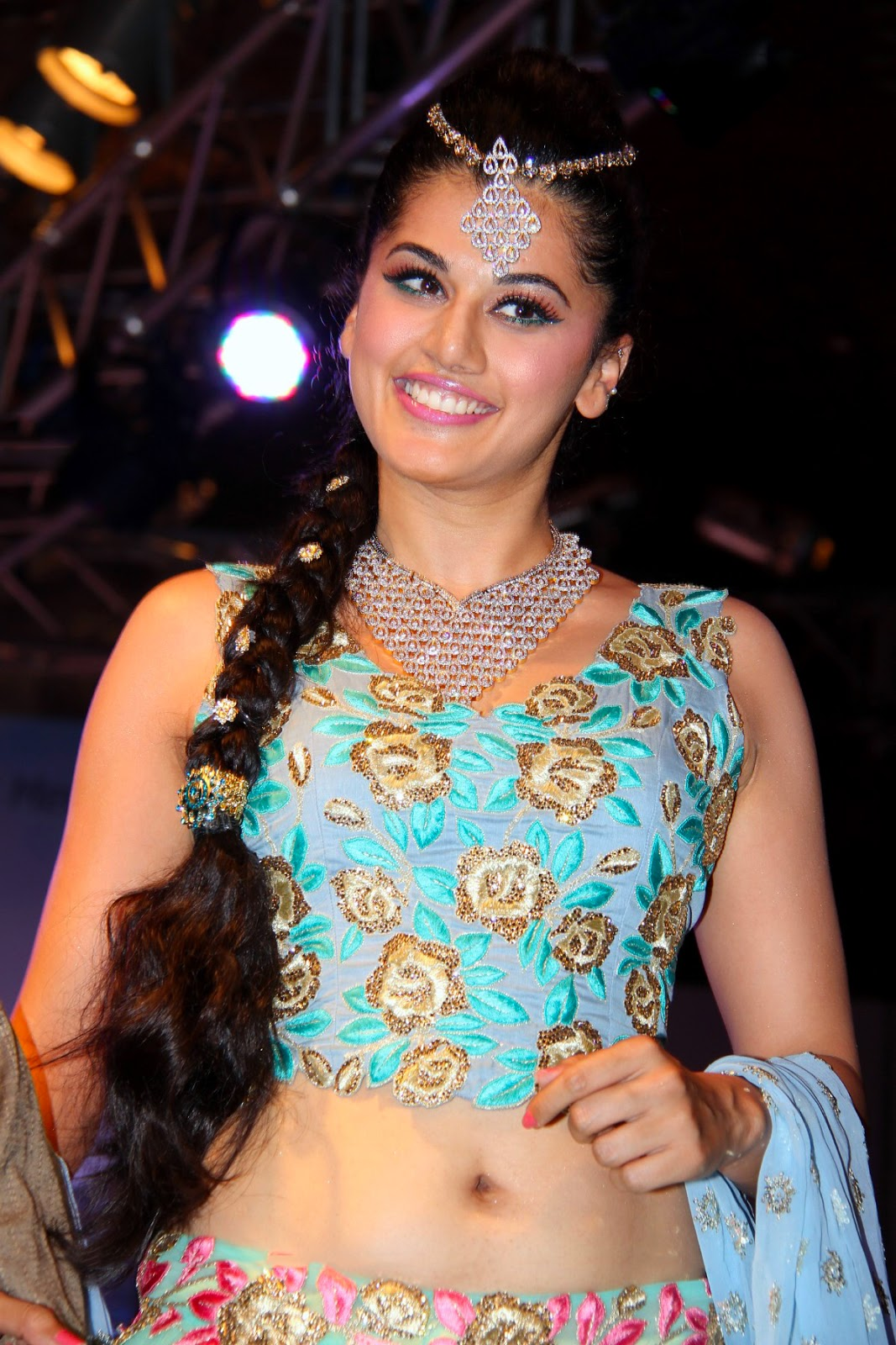 Taapsee Pannu's Deep Navel Stunning Look At Passionate Fashion Show