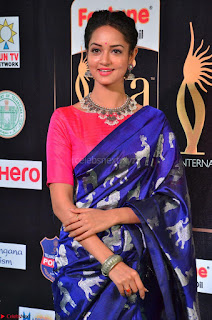 Shanvi Looks Super Cute in Pink Backless Choli Blue Saree at IIFA Utsavam Awards 2017 31.JPG