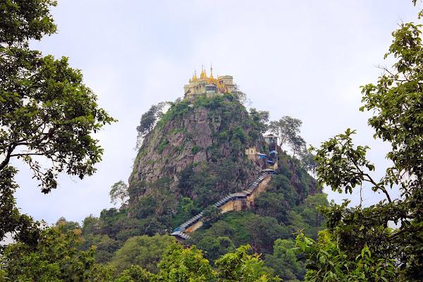 Monte Popa y monasterio Taungkalat - Myanmar