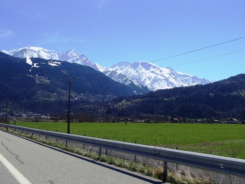 vis ma vie en suisse l 39 autoroute du paradis. Black Bedroom Furniture Sets. Home Design Ideas