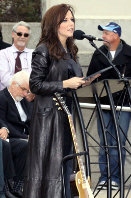 Leather Coat Daydreams Martina Mcbride Accepting An Award