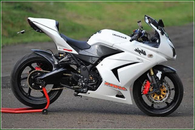 Modipikasi Simpel Minimalis Warna Putih - Contoh Gambar Dan Foto Konsep Desain Modifikasi Kawasaki Ninja 4 Tak 250cc Sporti Ala Moge Keren Banget