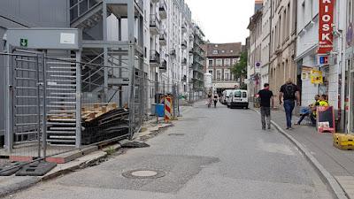 http://www.rp-online.de/nrw/staedte/duesseldorf/stadtteile/altstadt/neubrueckstrasse-bekommt-keine-baeume-aid-1.6915907