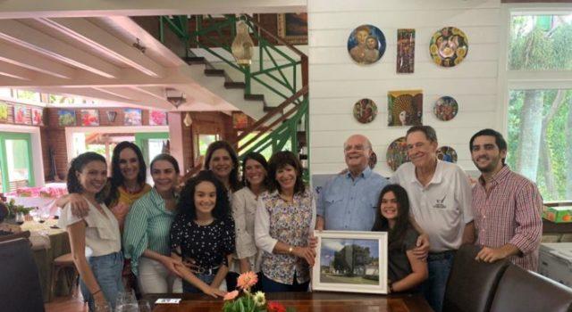 Embajadora de Estados Unidos y su esposo comparten día de campo con ex presidente Hipólito Mejía