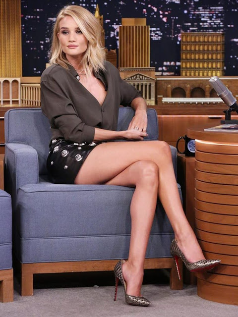 Rosie Huntington-Whiteley Stunning HD Photos in Short Clothes Navel Queens