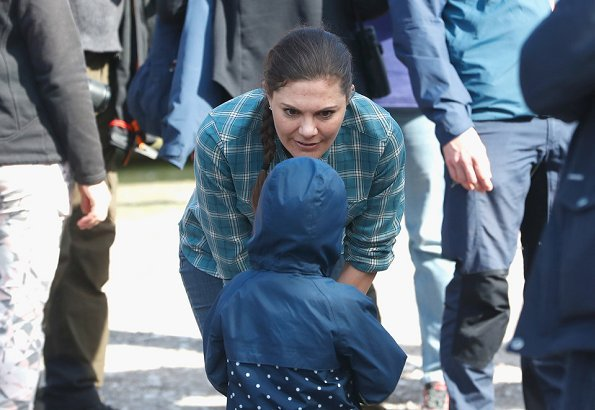 Princess Victoria wore Houdini Track Hood W fleece jacket blue Latest Fashion Style and Vintage Levis Western Shirt
