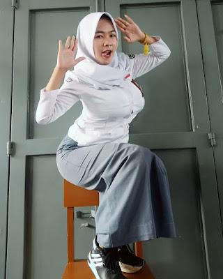 Seragam Jilbab Siswi SMA Seksi