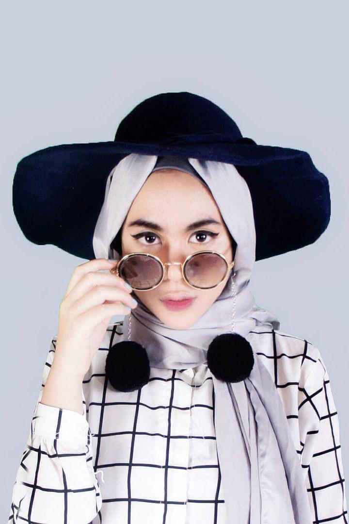 Cewek IGO Jilbab Kacamata syar'i