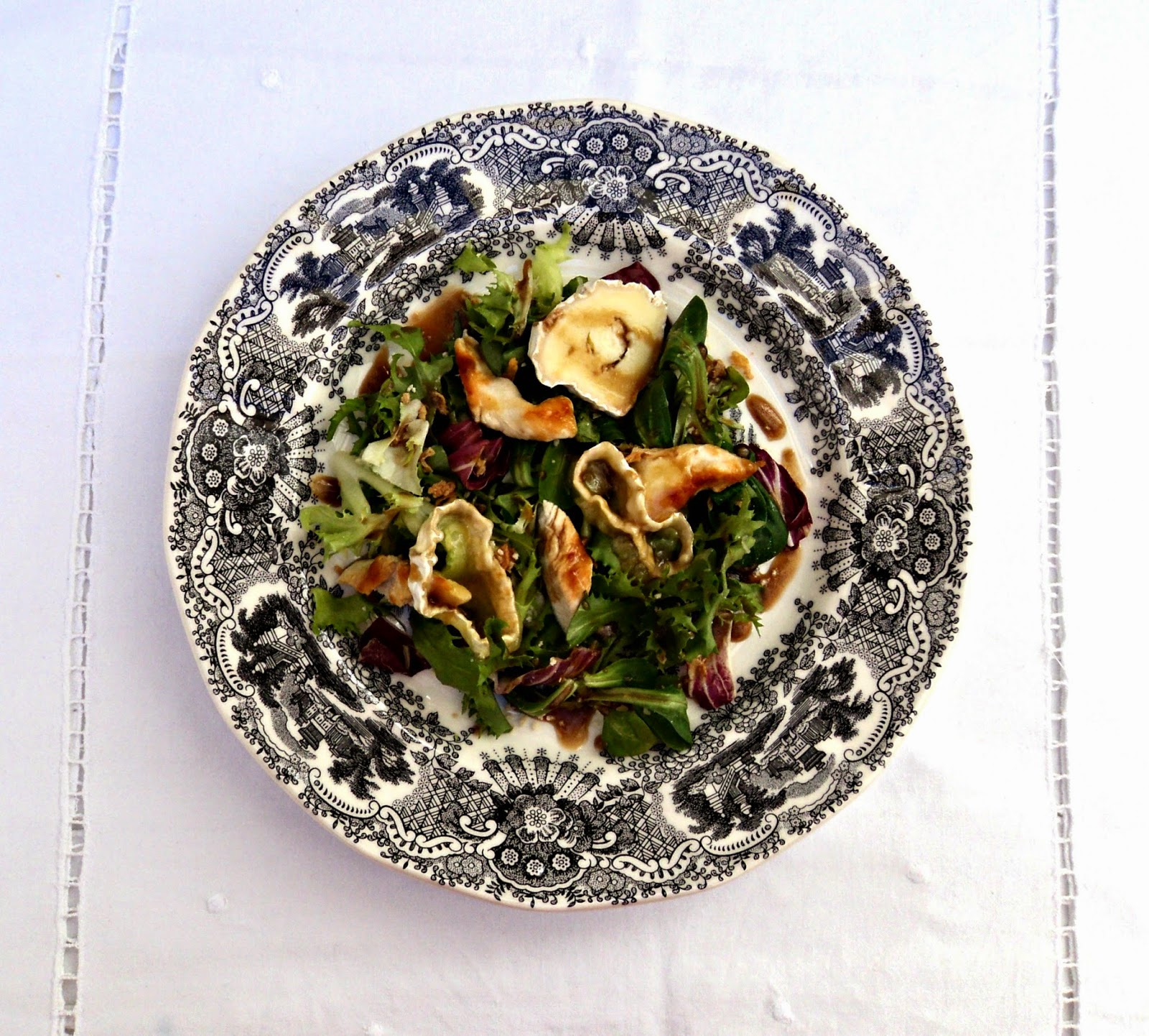 ensalada-brotes-pechuga-plato
