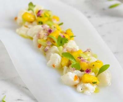 Ceviche de bacalado fresco con mango