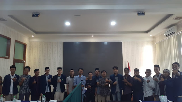 KPI Universitas Nurul Jadid Adakan Pelantikan Sekaligus Seminar Creative Logo Making