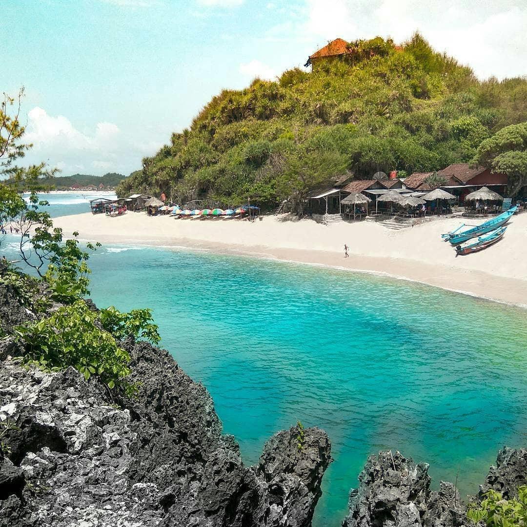 Review Pantai Ngandong