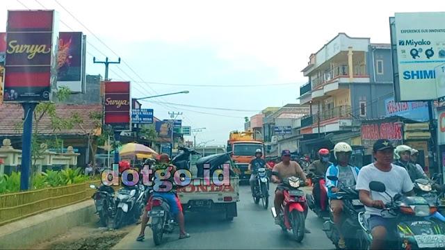 Pasar Bangkir Pasar Tradisional di Jalan Raya Lohbener Celeng - Kota Indramayu Jawa Barat