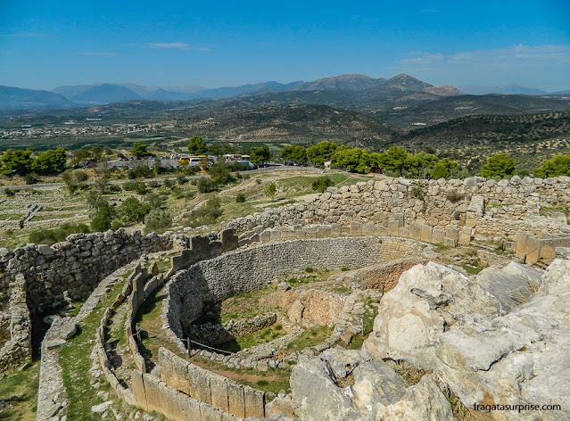 A paisagem do Peloponeso vista do alto do Megaron de Micenas