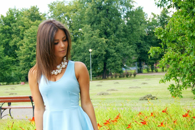 Sukienka w kolorze Baby blue  - Czytaj więcej
