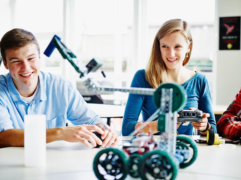 importancia-robotica-robots-aprendizaje-educacion-educativa-robotics-lego-duplo-arduino-ninos-ninas-adolescentes-jovenes-cursos-clases-talleres-arequipa-peru