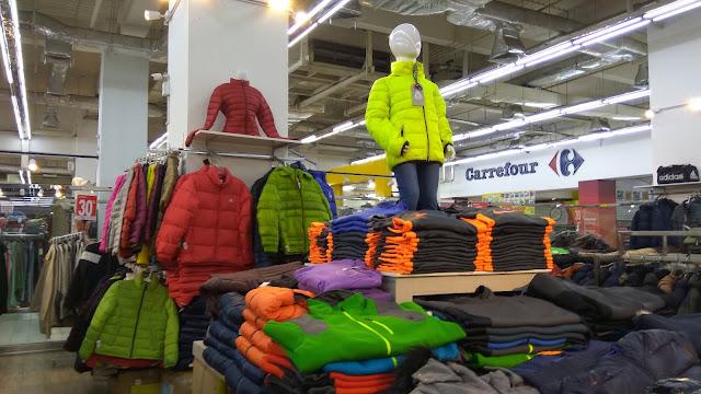 Berbagai pilihan jaket musim dingin di Premier FO, Mangga Dua Square (dok.windhu)