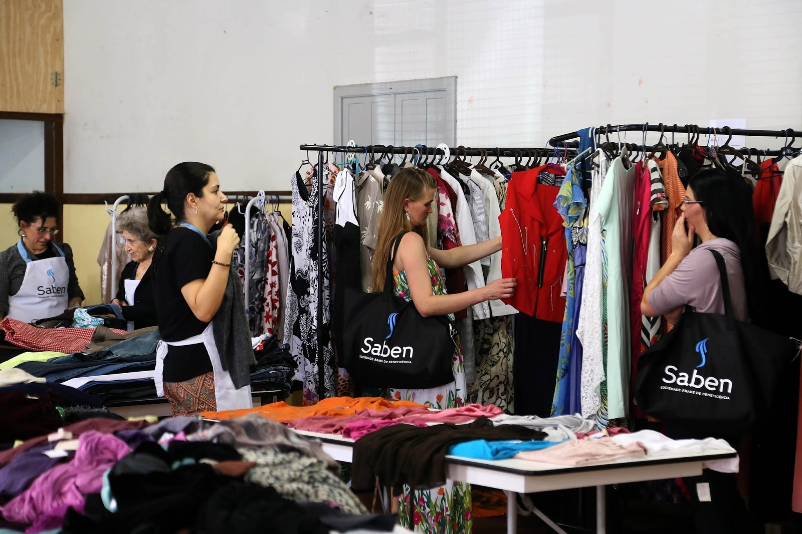 57549a0ef5d48 Organizado pelo Conselho de Senhoras da Saben, o bazar terá cerca de 2 mil  peças à venda, novos e seminovos, masculinas, femininas e infantis.
