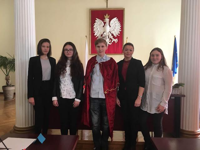 https://www.facebook.com/Szko%C5%82a-Podstawowa-nr-1-im-Janusza-Korczaka-w-Szprotawie-1741761806105818/