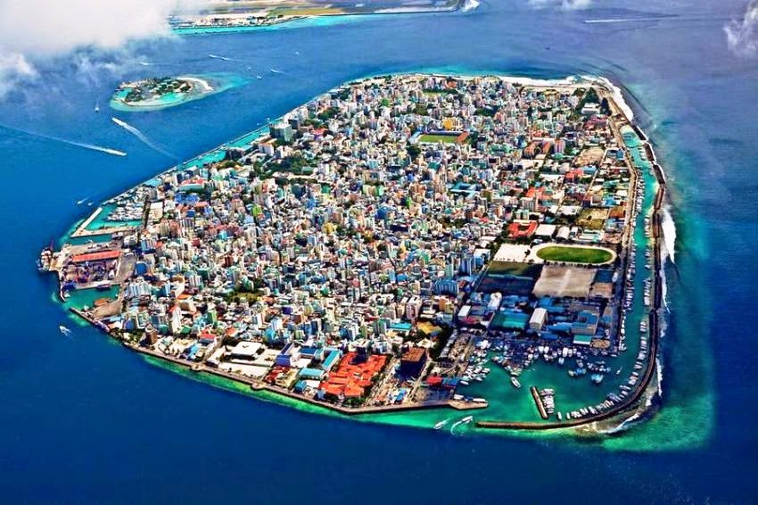 MALDIVES, INDIAN OCEAN 10 Most Beautiful Island Countries in the World