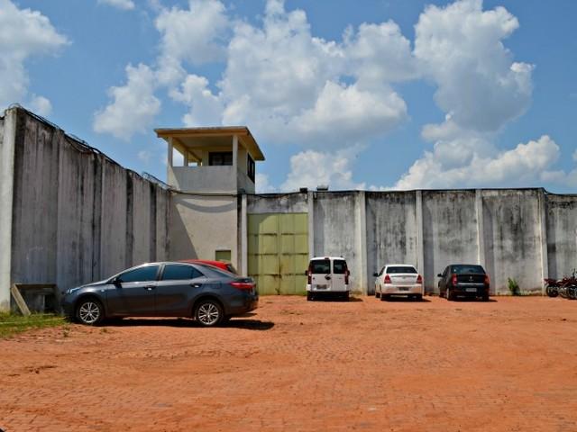 Pai é preso quando tentava entra no Centro Socioeducativo com droga
