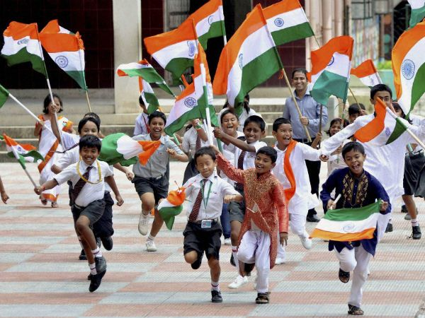 Parades-mark-Indian-Independence-Day-in-America-children