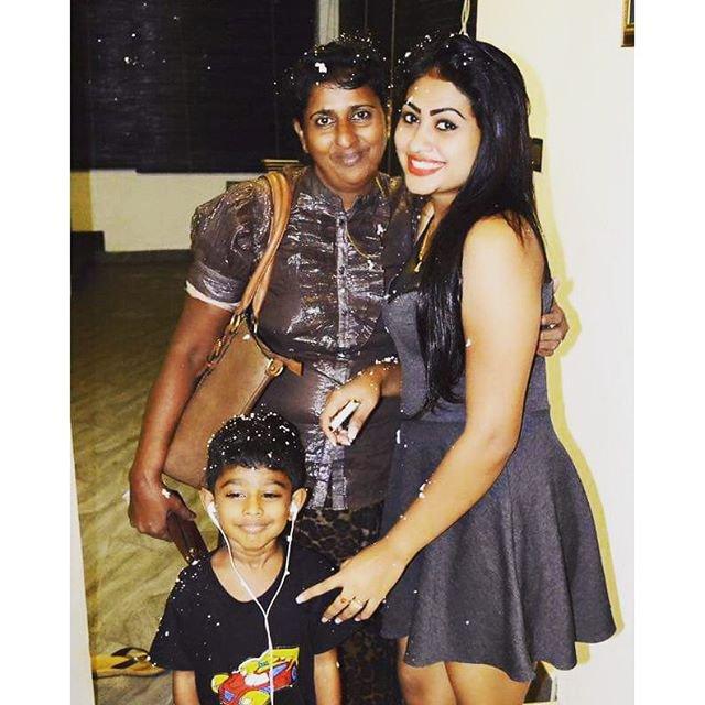 Piumi Hansamali Family