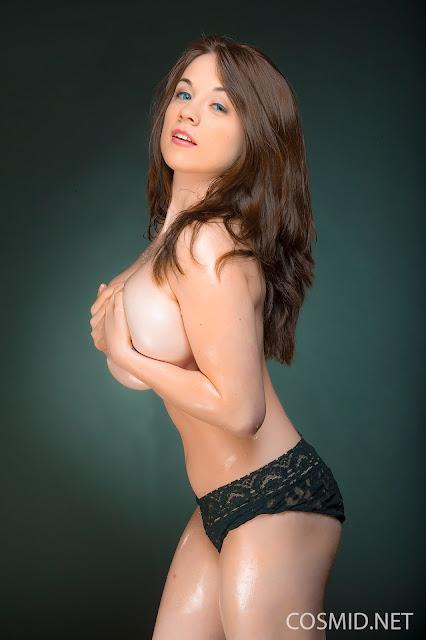Emily Born lovely natural naked boobs