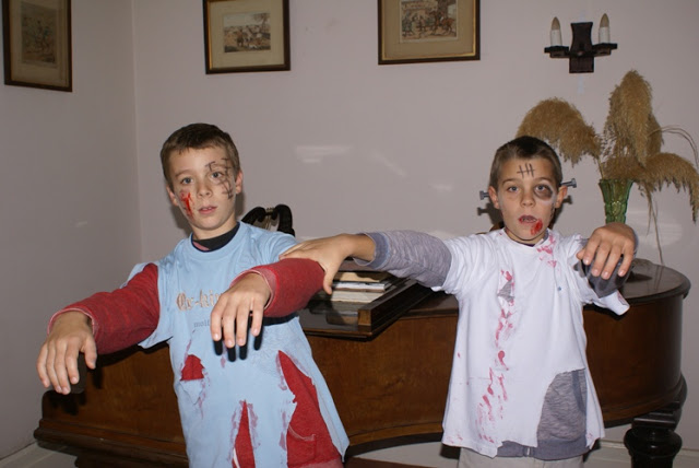 Home-made zombie costumes for Halloween