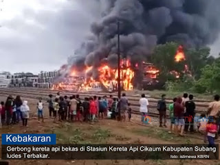 ratusan gerbong KA terbakar