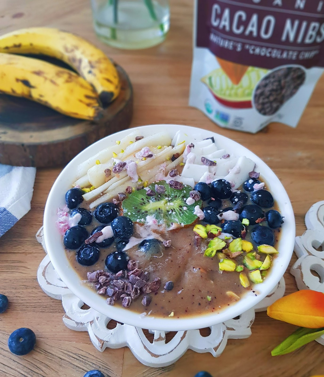 Healthy vegan breakfast - Banana and Peach Smoothie Bowl with Cacao Nibs Benefits - easy breakfast recipe