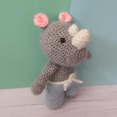 http://www.cousubynath.com/2019/04/un-amigurumi-rhinoceros-au-crochet.html
