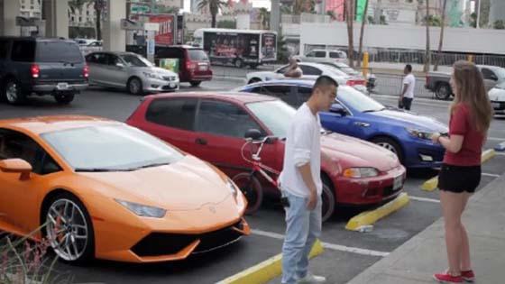 Lihat Bagaimana Lelaki Ini Beri Pengajaran Kepada Wanita Materialistik (Video)