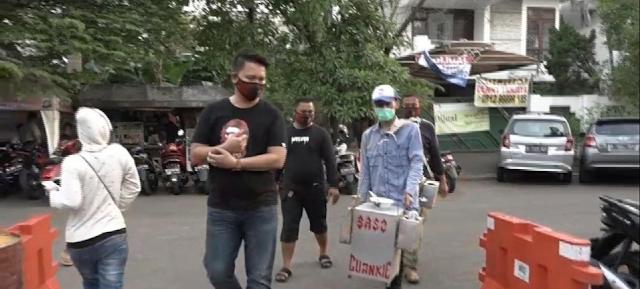 Pedagang Bakso Cuanki Ludahi Makanan Digiring ke Kantor Polisi